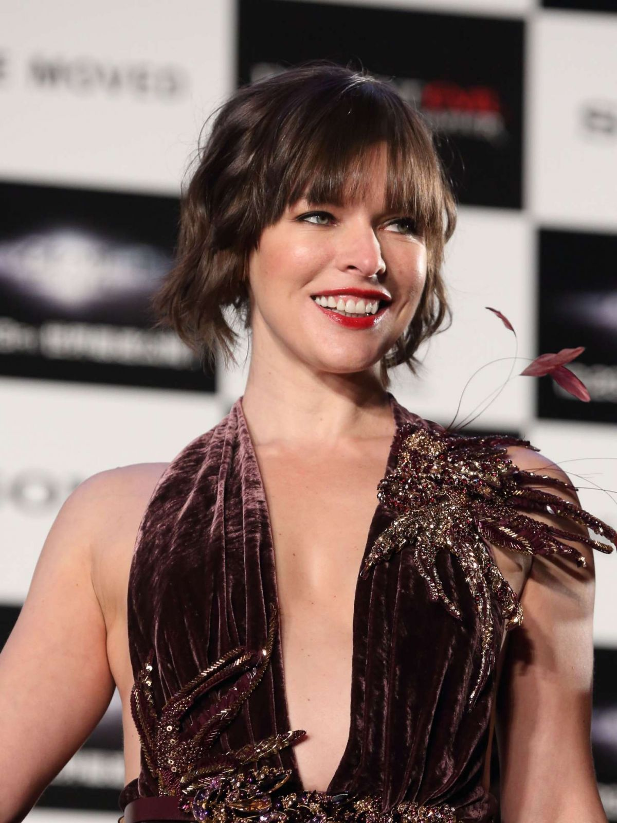 milla-jovovich-resident-evil-the-final-chapter-premiere-in-tokyo-12-13-2016_1